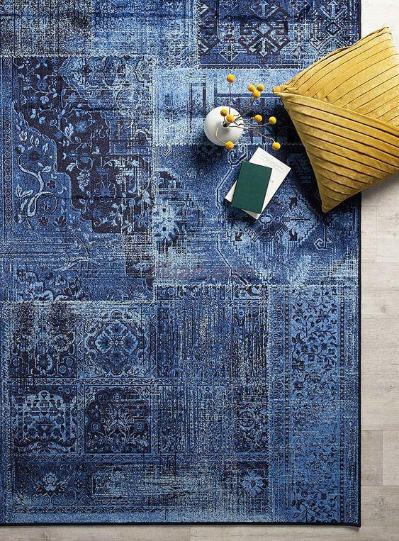 در کنار فرش های مدرن چه عناصری در یک دکوراسیون زیبا استفاده می شود؟