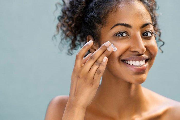کرم مرطوب کننده پوست